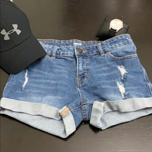 BDG 26W Mid Rise Ripped Jean Shorts